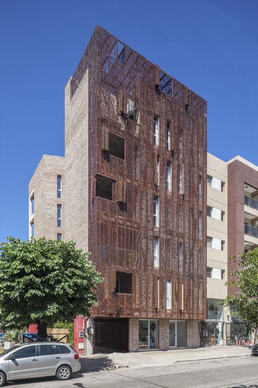 Edificio VV / Ciudad y arquitectura, © Federico Kulekdjian