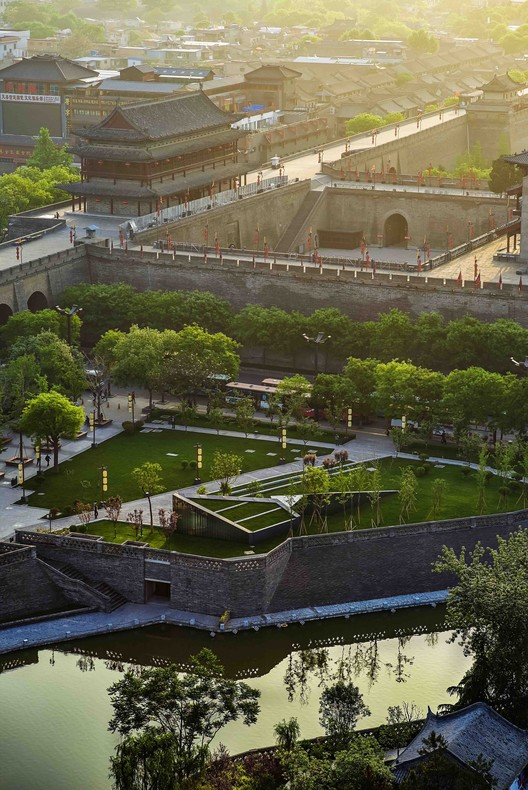 Renovation of Xi?an South Gate Plaza / China Northwest Architecture Design and Research Institute