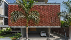 Brick Curtain House / Design Work Group