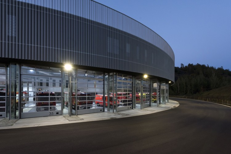 Fire station for the sri charleroi samyn and partners archdaily