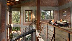 The Mango House / Studio PKA