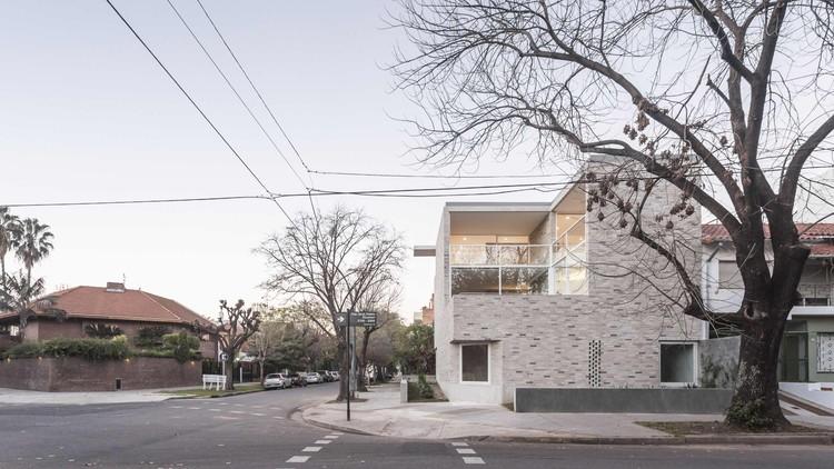 Corner House / Nicolás Pinto da Mota + Victoria María Falcón, © Fernando Schapochnik