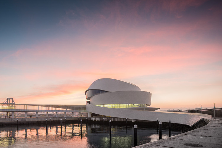 The Curves of Luís Pedro Silva's Leixões Cruise Terminal Through the Lens of Fernando Guerra