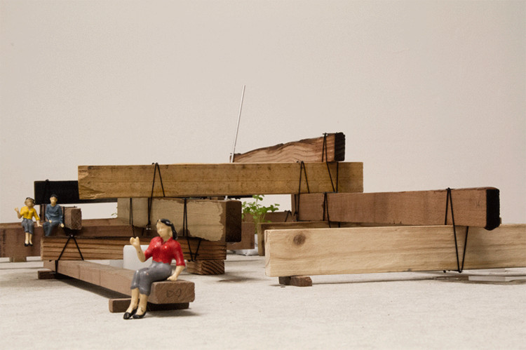 """Mono no aware"" reutiliza madera antigua para evocar el momento justo después de la lluvia , © Cristobal Palma"