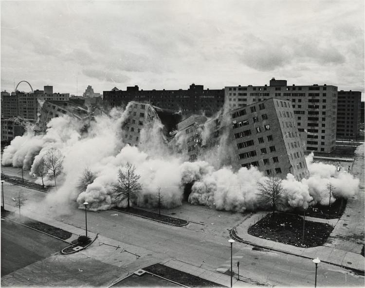14 Edifícios tragicamente demolidos que mostram nossa atitude em relação à arquitetura, Cortesia de The United States Department of Housing and Urban Development (in public domain)