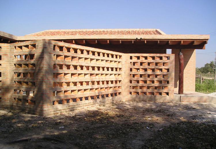Cynthia Solís Patri: los materiales locales en el paisaje natural de Paraguay, Obra: Puesto de Salud / Estudio ELGUE. Image Cortesía de Estudio Elgue