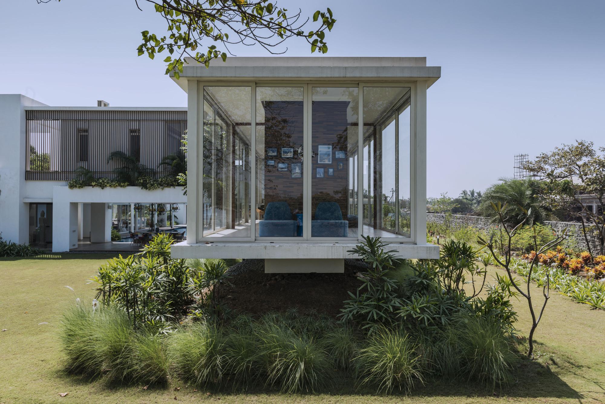 Tiny Home Designs: Cest La Vie / Atelier Design N Domain