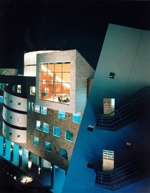 Clásicos de Arquitectura: Banco de Crédito del Perú / Arquitectónica International Corporation, Cortesía de CAP