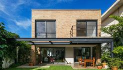 Granja Julieta House / Jamelo Arquitetura