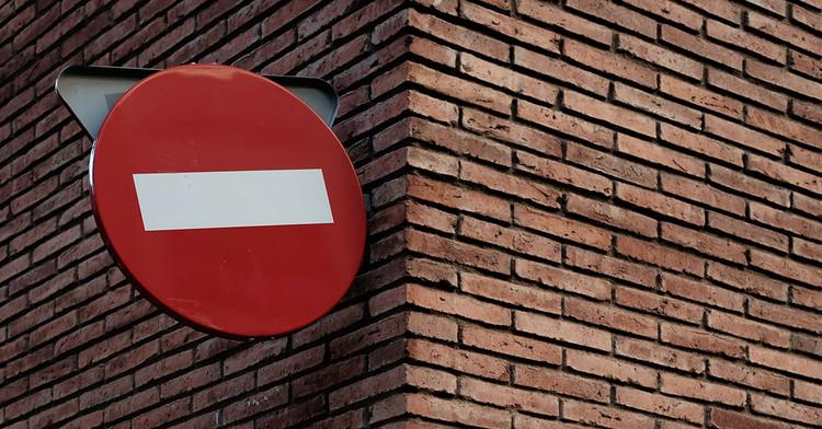 7 Erros comuns que acabam com um currículo de arquitetura, Alex Rodríguez Santibáñez <a href='https://unsplash.com/@alexrds?utm_medium=referral&utm_campaign=photographer-credit&utm_content=creditBadge'>Via Unsplash</a>