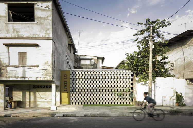 House Between Blocks / Natura Futura Arquitectura, © JAG Studio