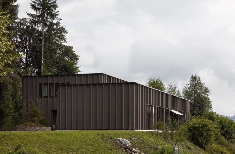 نمونه عکس معماری بیمارستان پزشکی به عنوان یک ساختمان مسکونی