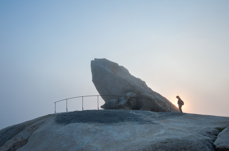Pedra Da Ra Lookout Point / Carlos Seoane, © Ana Amado