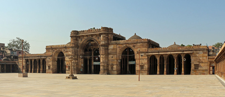 Bauhaus Houses, Eritrea's Capital and Ahmedabad's Walled City Among 20 Cultural Sites Added to UNESCO's World Heritage List, Jama Masjid, Ahmadabad. Image© <a href='https://commons.wikimedia.org/wiki/File:Jama_Masjid,_Ahmedabad_01.jpg'>Wikimedia user Bernard Gagnon</a> licensed under <a href='https://creativecommons.org/licenses/by-sa/2.5/deed.en'>CC BY-SA 2.5</a>