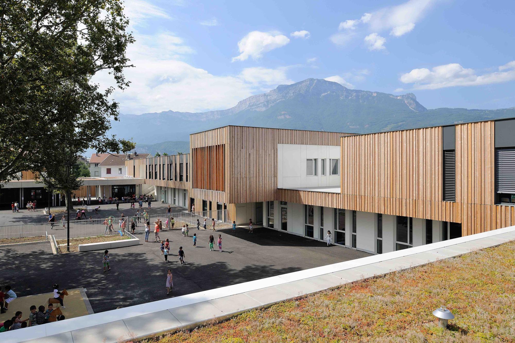 School group beauvert atelier didier dalmas plataforma for Arquitectura lyon