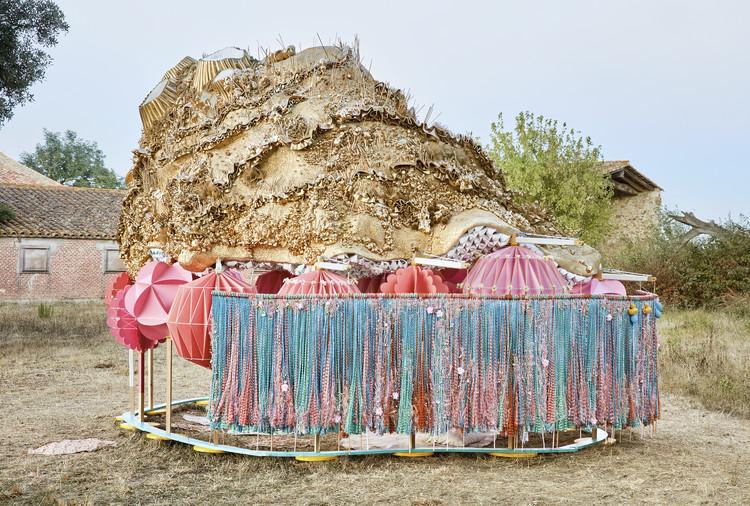 Takk Arquitectos celebra el solsticio de verano en España a través de un fascinante paisaje artificial, © José Hevia