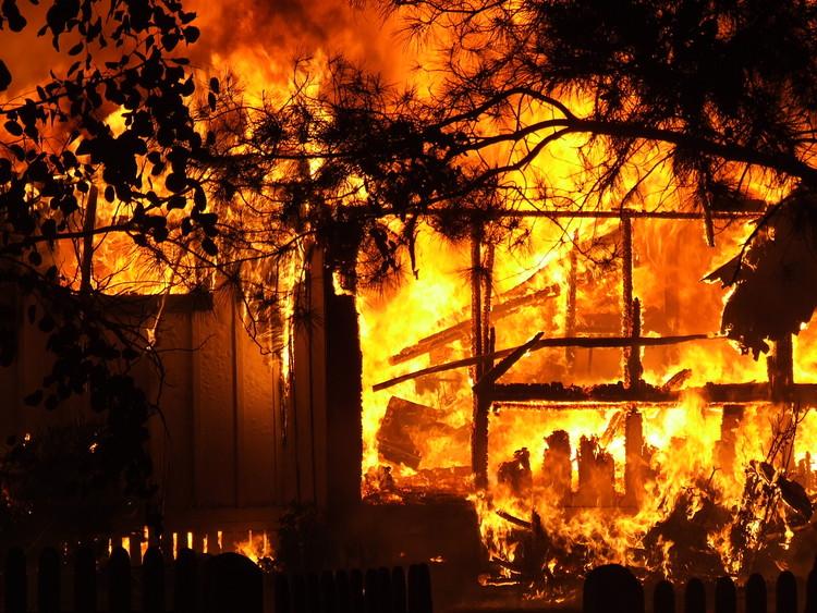 A importância do projeto arquitetônico para a prevenção contra incêndios / João Carlos Souza, look4u. <a href='https://www.flickr.com/photos/look4u/347399170/in/photolist-Vk5ww9-e4YNqN-wGvES-c9RhiN-SNhfM3-Vk5wyy-U3dwjP-U3dxfX-U3dw5a-UFBVxw-UFBVgu-U3dx2R-UFBV3y-9PMagX-UFBVjA-nNTDrQ-VdCnTp-9Bunno-fB1byU-SEzBnF-UFBUMo-U3dwHp-VdCnGT-7Mpemr-UYejQi-WBjMUc-Theb9P-SZwPRo-oY5g6v-U3dwAF-SNhg5h-RKxsv4-gQaPoN-96MEY1-UdhFzs-WccTKf-ncrryv-6U3r4x-CYdHd-os4d3P-VWgU1N-9NEtYQ-9NGKrb-j8P4sC-cgbLgW-9NH9LR-m6AhLv-9NDrQR-9NEwpU-94LJf8'>Via Flickr (CC BY-NC-ND 2.0)</a>