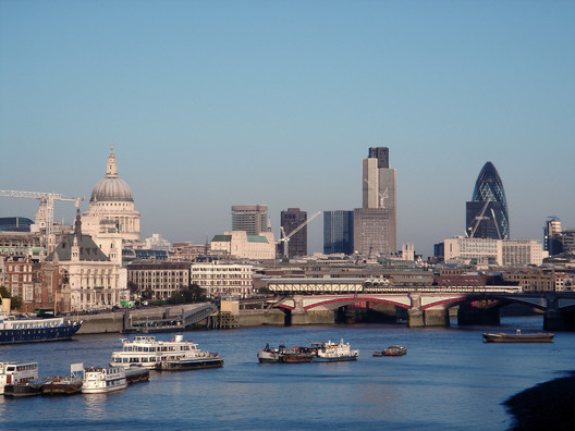 London Skyline in 2005. (Licensed by CC BY-SA 3.0). Image Courtesy of Wikimedia Commons User: Mewiki