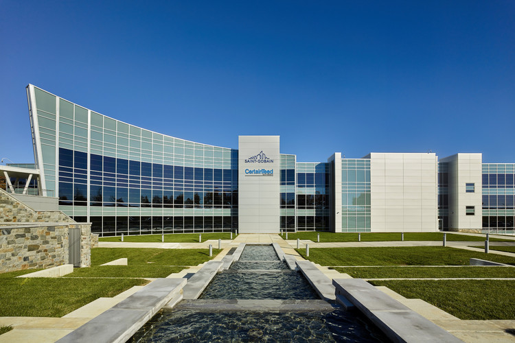 Cómo el mayor fabricante de materiales de construcción utilizó sus propios productos para crear su sede central, © Jeffrey Totaro