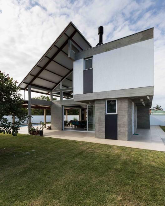 House Rio das Contas / 151 Office Arquitetura