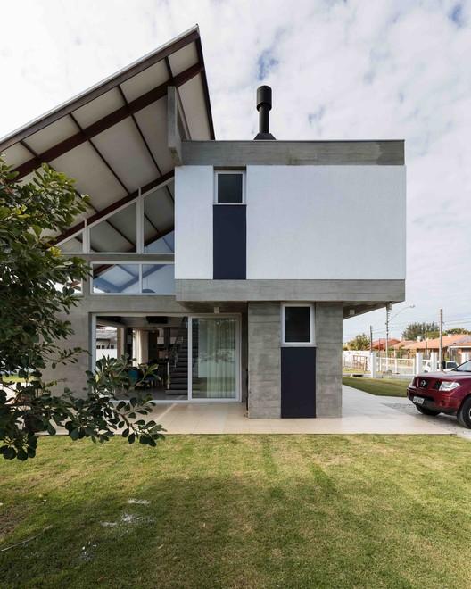 Casa Rio das Contas  / 151 Office Arquitetura, © Marcelo Donadussi