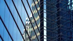 Vídeo explora os reflexos da cidade contemporânea em seus edifícios de vidro