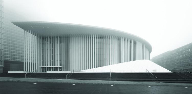 """Christian de Portzamparc: """"Ninguém além do arquiteto pode solucionar os problemas da cidade contemporânea"""", Filarmônica de Luxemburgo, 2005. Image © Wade Zimmerman"""