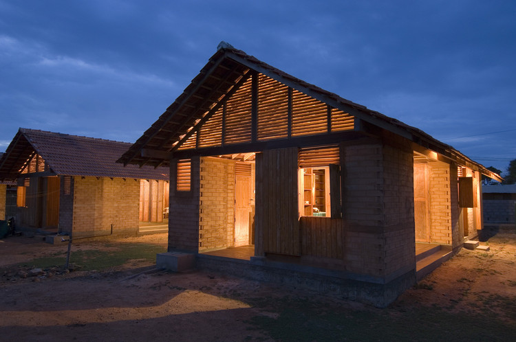 Shigeru Ban to Design Up to 20,000 New Homes for Refugees in Kenya, Shigeru Ban designed housing on the southeast coast of Sri Lanka, following the destruction caused by a 2004 tsunami. Image © Dominic Sansoni