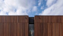 Hospital Veterinario Wallan  / Crosshatch