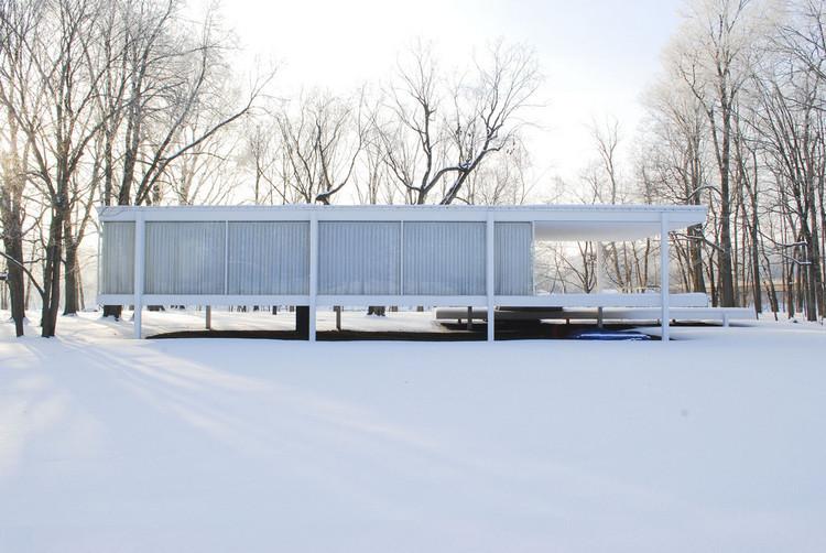 Los proyectos especiales de la Bienale de Arquitectura de Chicago habitarán una serie de puntos de referencia en la ciudad, Farnsworth House. Imagen Cortesía de usuario Flickr CC  Jonathan Rieke. (Licencia CC BY-NC 2.0)