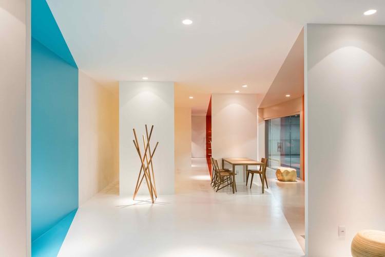 Loja COR  / BLOCO Arquitetos, © Haruo Mikami