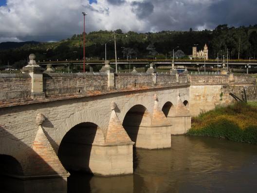 Puente del Común - Cundinamarca . Image © Pedro Felipe [Wikipedia], bajo licencia CC BY-SA 4.0