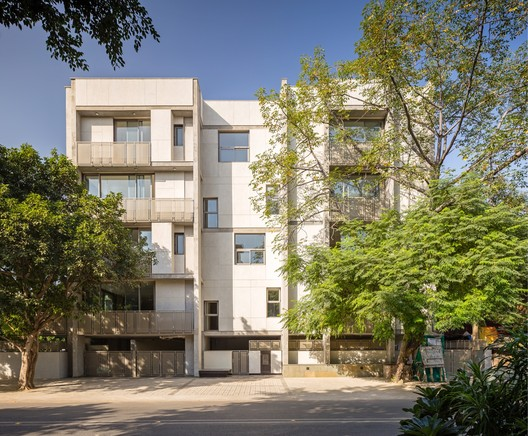 Apartment and Trees / vir.mueller architects