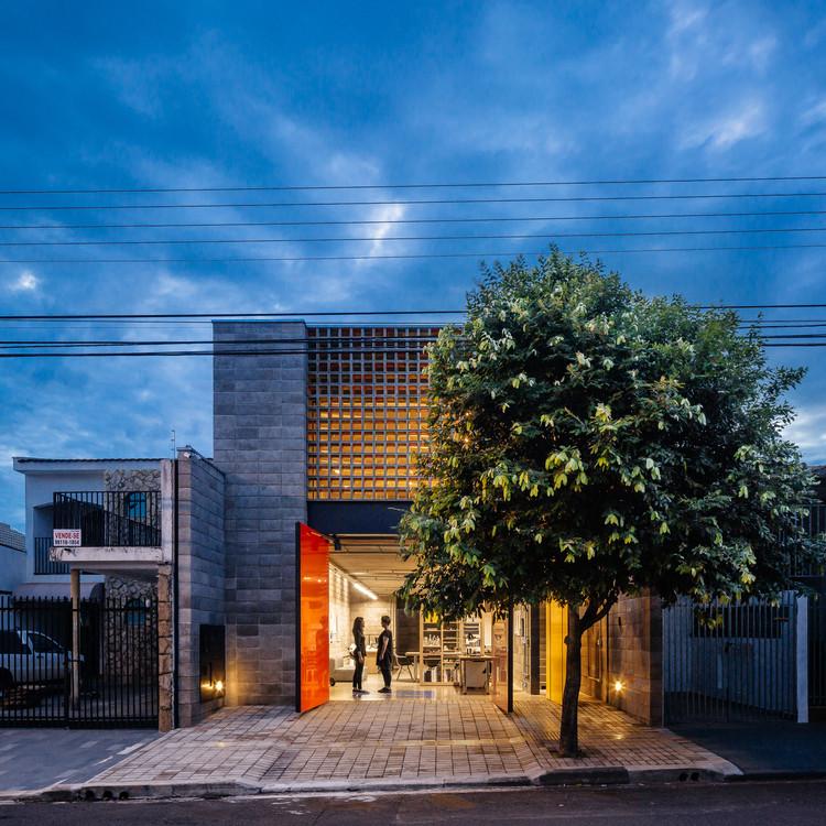 Casa Taller en la Villa Charlote  / grupoDEArquitetura, © Pedro Kok
