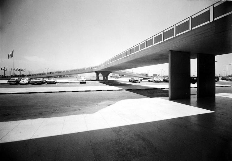 Catálogo Arquitectura Movimiento Moderno Perú: Una selección de obras notables de entre 1945 y 1965, Aeropuerto Jorge Chávez. Image Cortesía de CAMMP