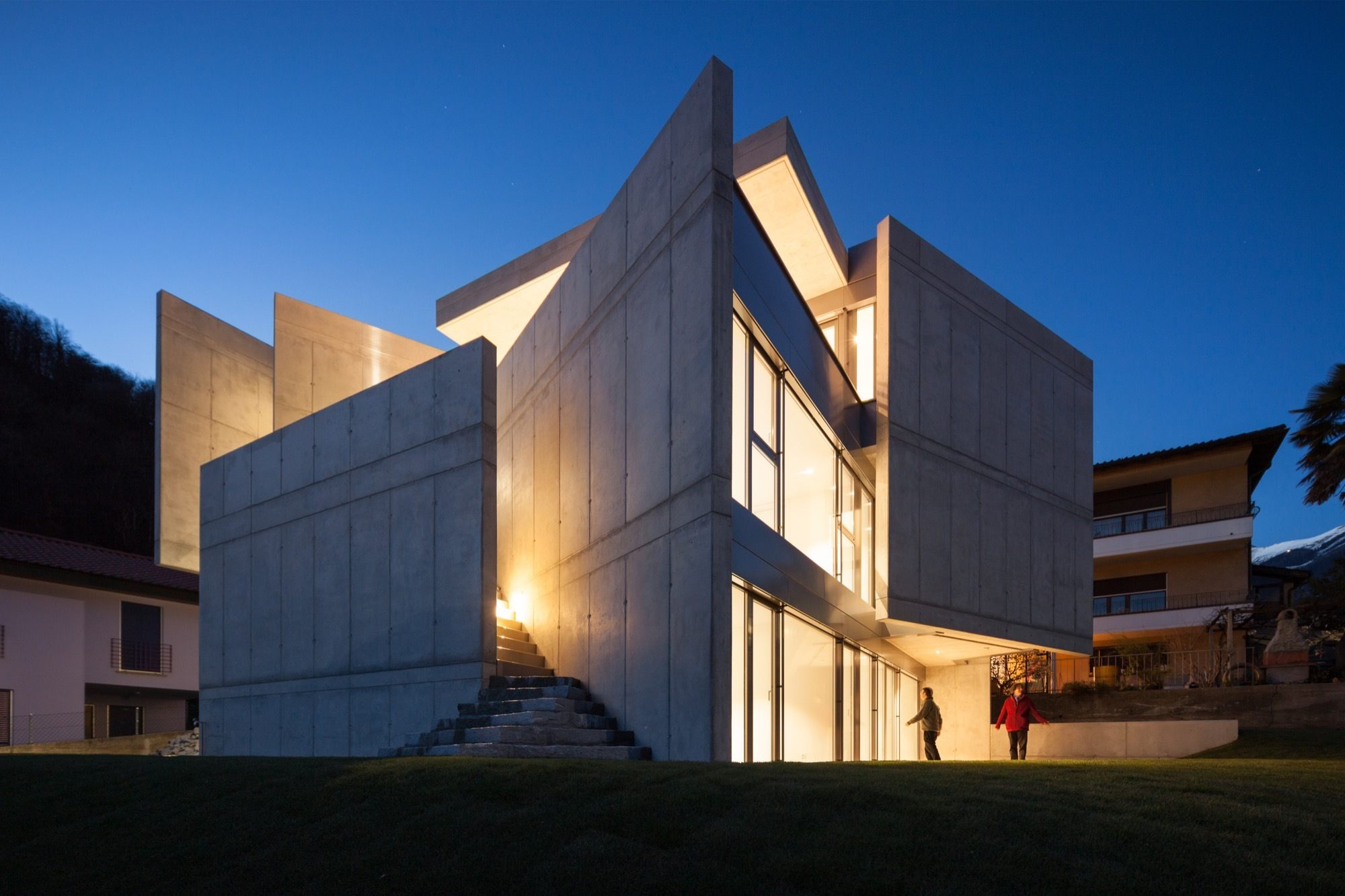 Swiss house xxxiv galbisio davide macullo architects for Fortress house