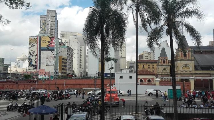 Cidade saudável: a relação entre planejamento urbano e saúde pública, Estação da Luz e arredores, centro de São Paulo/SP. Image © Bárbara Bonetto