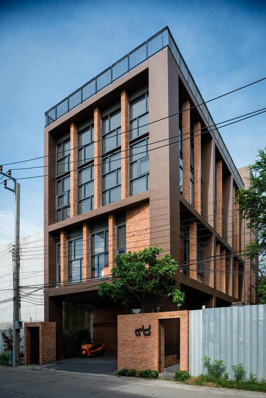Office rama ix gooseberry design archdaily for Office design archdaily