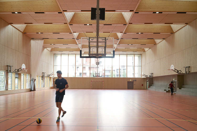 Bon Lait Sports Hall  / Dietrich | Untertrifaller Architekten, © Julien Lanoo