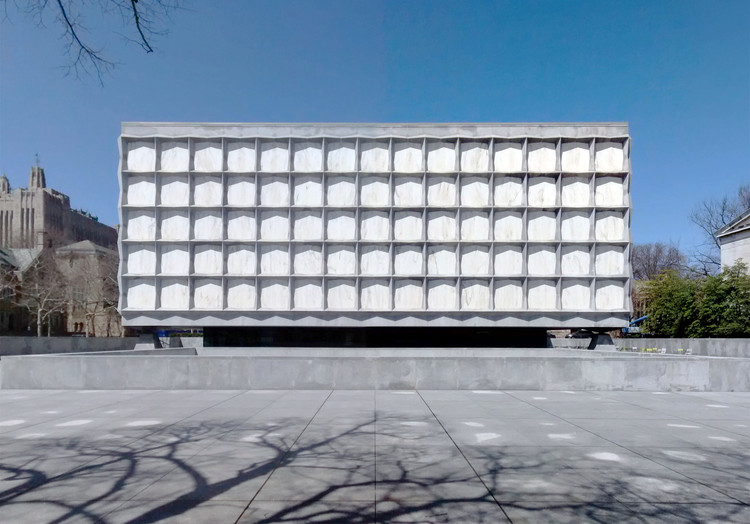 "AD Classics: Beinecke Rare Book & Manuscript Library / Gordon Bunshaft (SOM), © <a href=""https://en.wikipedia.org/wiki/Beinecke_Rare_Book_%26_Manuscript_Library#/media/File:Beinecke-Rare-Book-Manuscript-Library-Yale-University-Hewitt-Quadrangle-New-Haven-Connecticut-Apr-2014-a.jpg"">Wikimedia Commons user Gunnar Klack</a> licensed under <a href=""https://creativecommons.org/licenses/by-sa/4.0/"">CC BY 4.0</a>. Image Courtesy of Gunnar Klack"