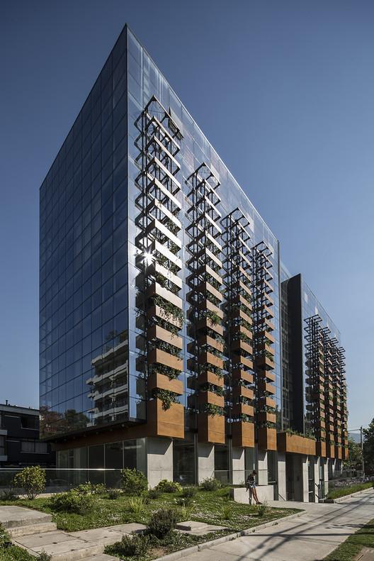 Francisco de Aguirre Building / Stein-Suazo Arquitectos, © Aryeh Kornfeld