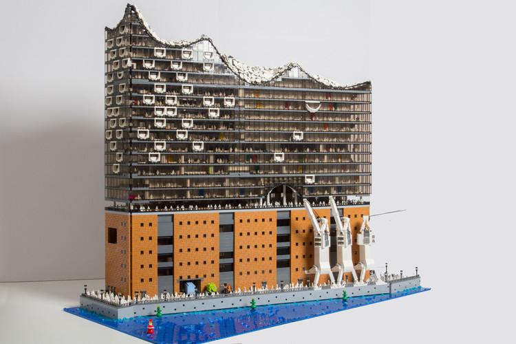 20.000 piezas de LEGO recrear esta réplica de la Elbphilharmonie de Herzog & de Meuron, Cortesía de Brick Monkey