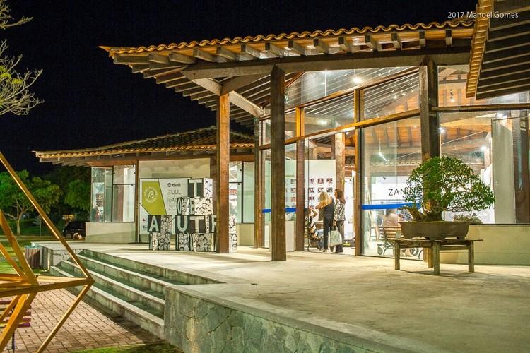 Arquitetando em Búzios - volumetria e telhado de cerâmica marcam estilo local que atravessa gerações, Exposição Arquitetando em Búzios, reúne 25 expoentes da arquitetura local, no Espaço Zanine