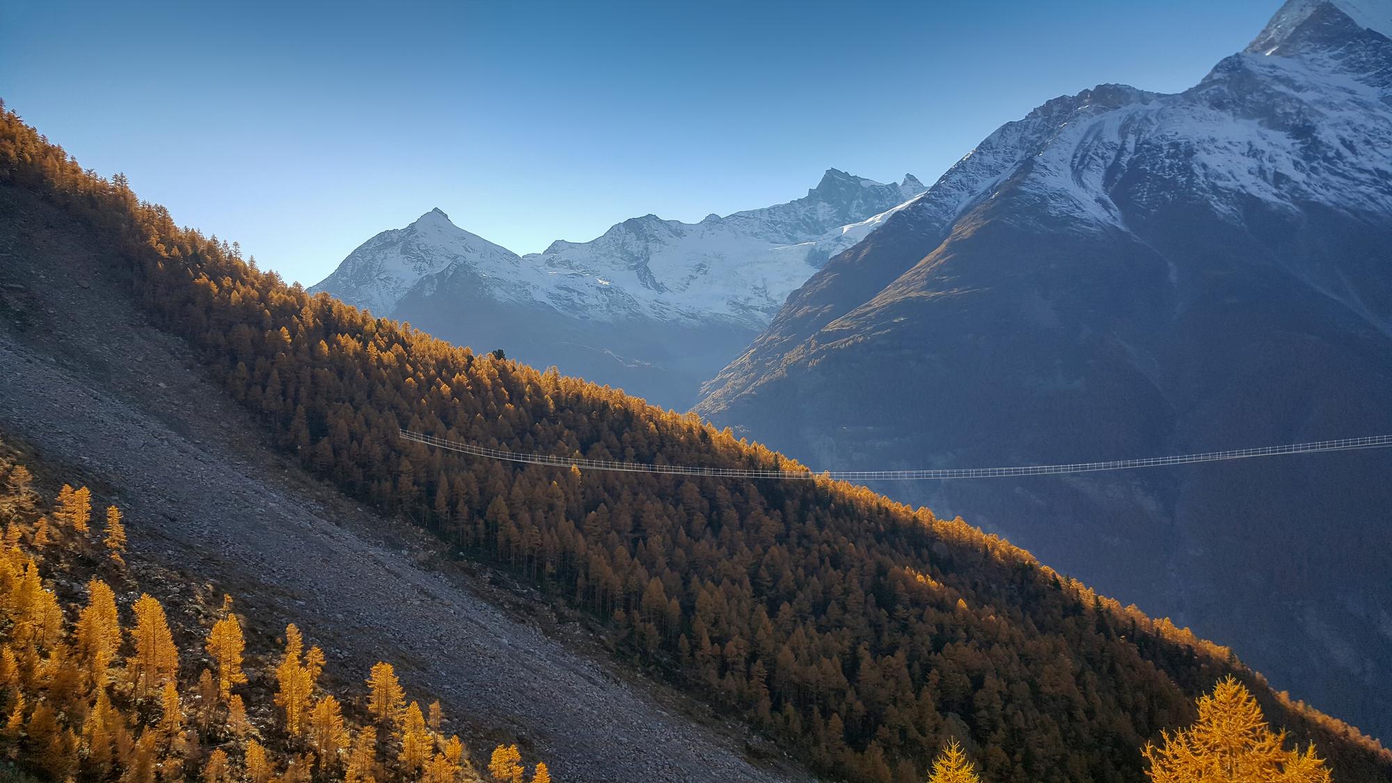 Ponte de pedestres mais longa do mundo é inaugurada nos Alpes suíços