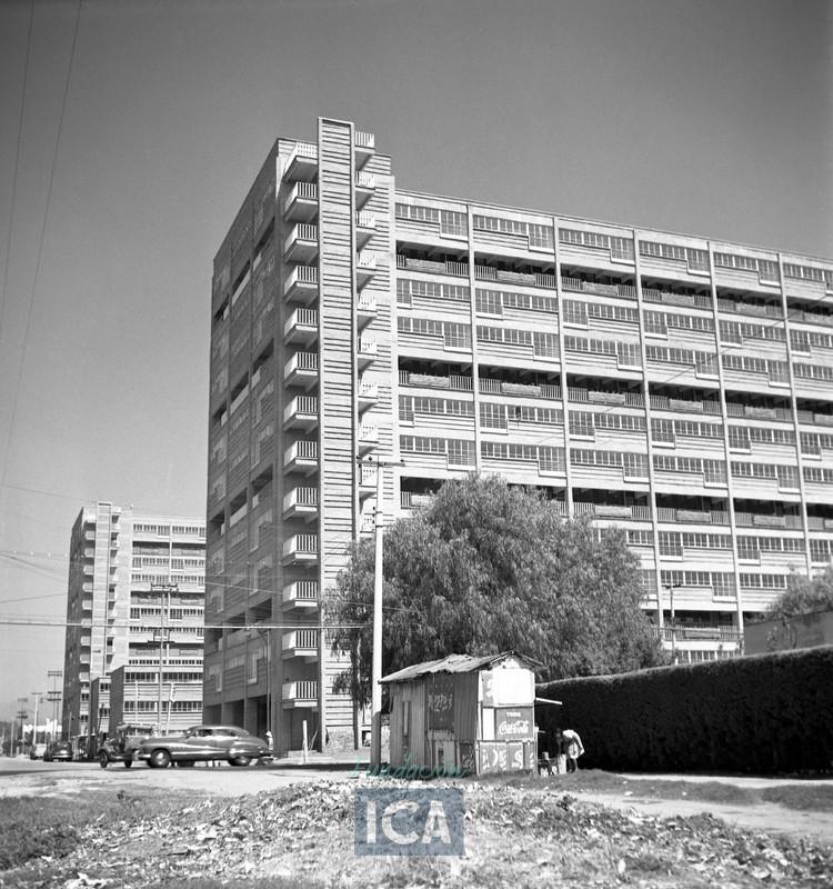 CUPA: El 'conjunto urbano mejor logrado del siglo XX en México', Cortesía de Acervo Histórico Fundación ICA. Fondo Aerofotográfico Oblicuas | Colección ICA. Centro Urbano Presidente Alemán, 1947-1949.