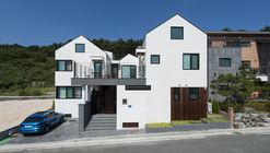 Courtyard House / Design Guild