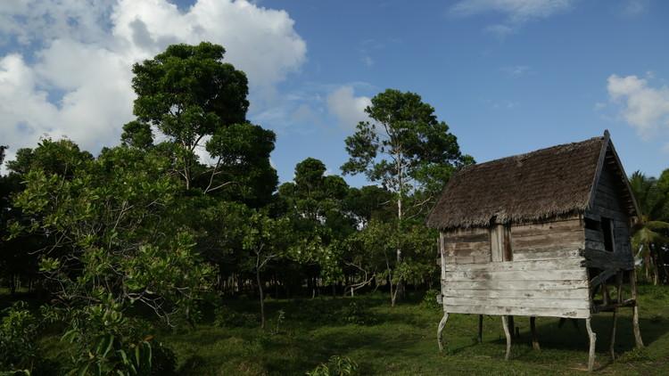 Tradición Constructiva en Laka Tara, una comunidad vernácula en Honduras, © Lorenzo Yori / Omar Hurtado de Mendoza. Image Laka Tara