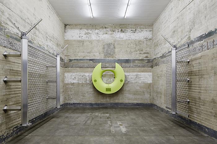 La particular historia del búnker nazi que alberga obras de arte contemporáneo en 80 salas de hormigón en Berlín, Yngve Holen. Image © NOSHE