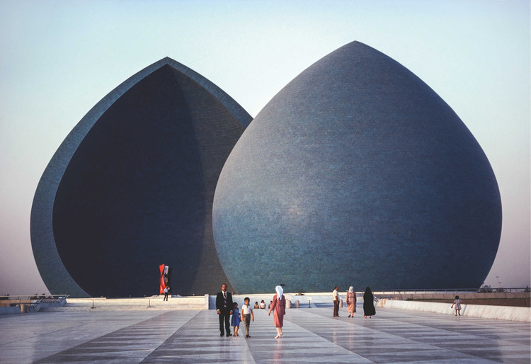 AD Classics: Al Shaheed Monument / Saman Kamal, © Steve McCurry