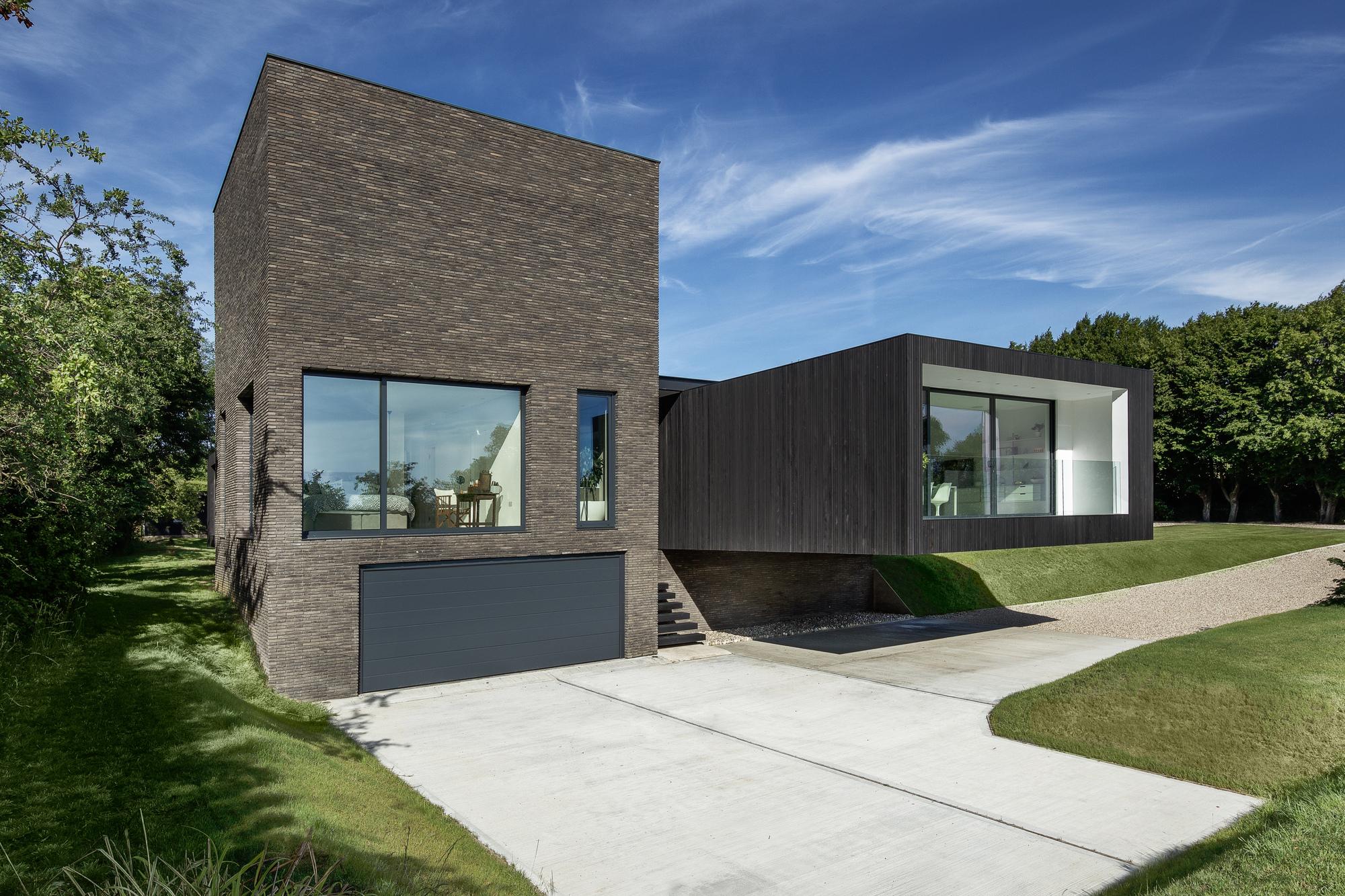 Gallery of black house ar design studio 19 for Modern house 6a